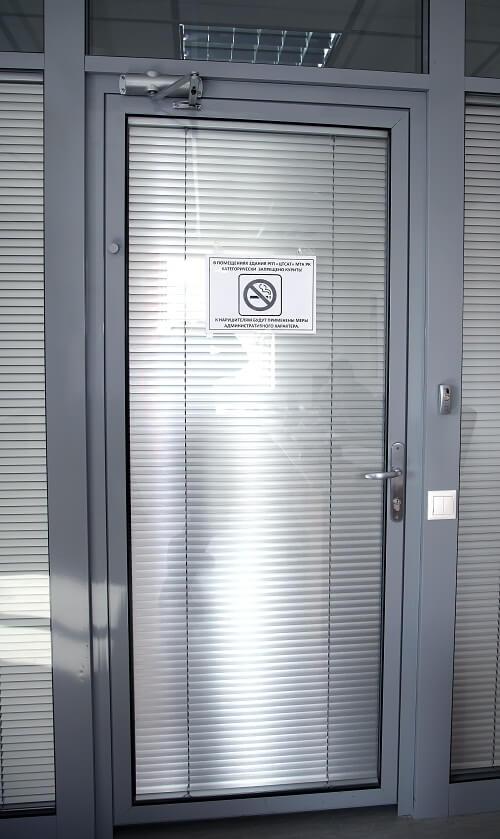 Алюминиевые двери - фото с сайта Коктем Дизайн