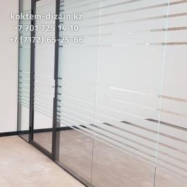 Монтаж стеклянных перегородк для бутиков от Коктем Дизайн