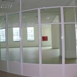 стеклянные перегородки с розовым от компании Коктем Дизайн Астана
