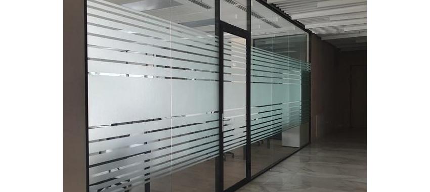 Стеклянные перегородки у клиента - фото с сайта Коктем Дизайн