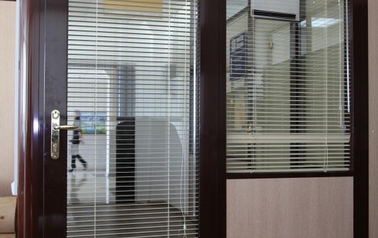 стеклянные двери в Астане